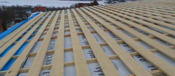 Обрешётка на крыше бани