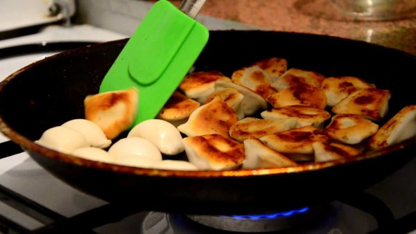 Пельмени на сковороде