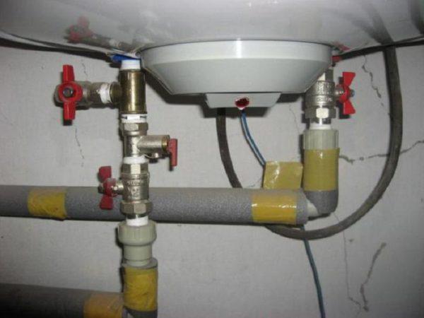 Подсоединение бойлера к трубам водопровода