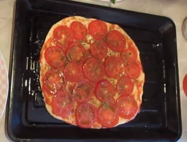 Помидоры на тесте для пицццы