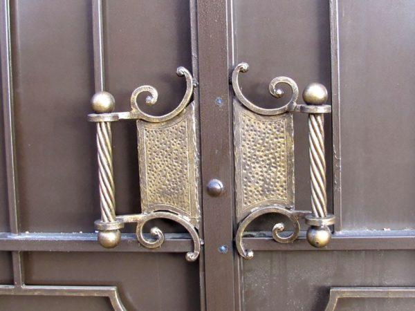 Ручки на кованых воротах