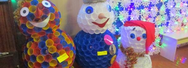 Снеговики из пластиковых стаканчиков