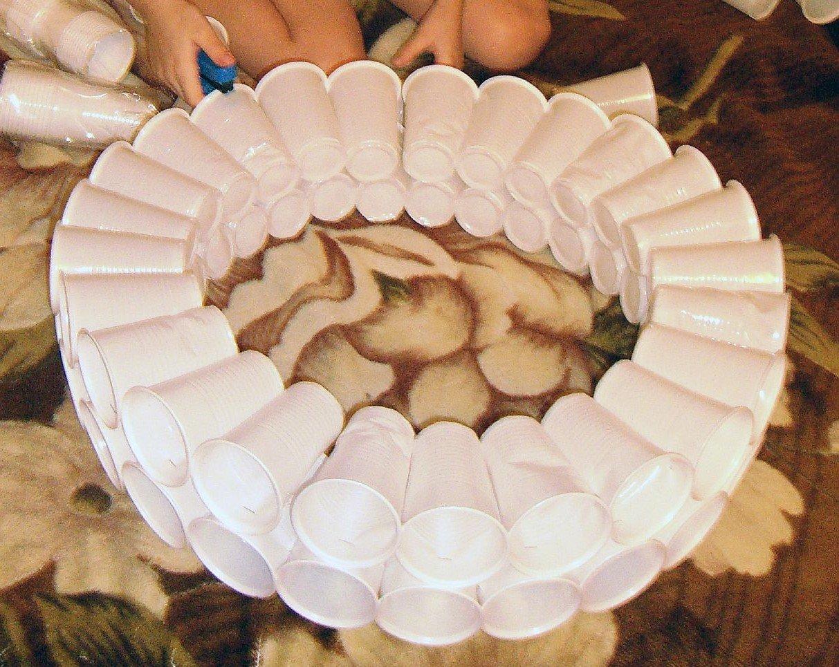 Снеговик из пластиковых стаканчиков маленьких своими руками пошагово фото 907