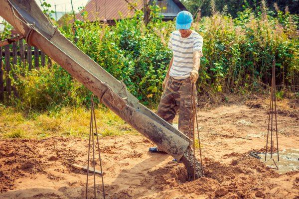 Заливка буронабивной сваи бетоном