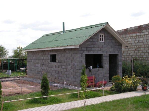 Как построить дачный домик из блоков своими руками фото 16