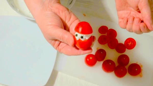 Дед Мороз из помидоров с начинкой