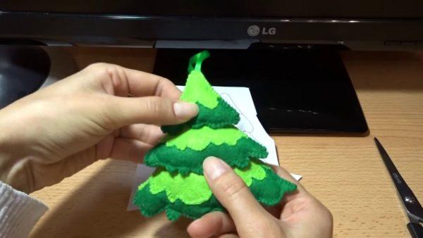 Елочка из зеленого фетра