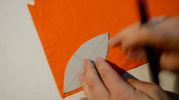 Фетр и деталь из картона