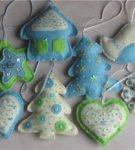 Фетровые игрушки белого, голубого и зеленого цвета