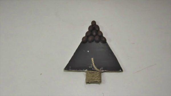 Изготовление елки из кофейных зерен