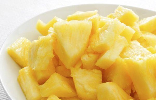 Нарезанные ананасы