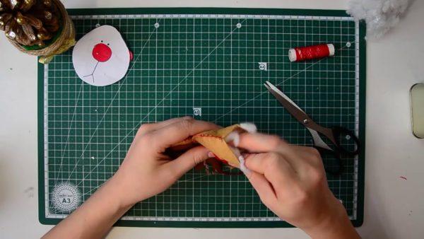 Формирование игрушки оленя из фетра
