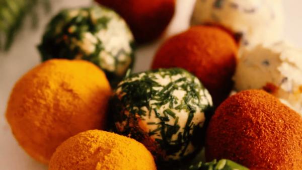 Разноцветные сырные шарики