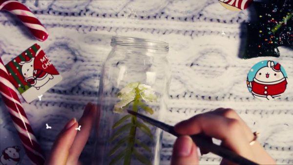 Рисование елки на стеклянной банке