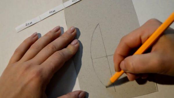 Рисование выкройки на картоне