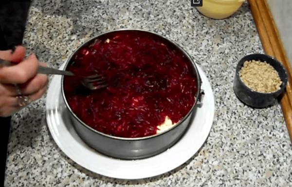 Свекольный слой в салате