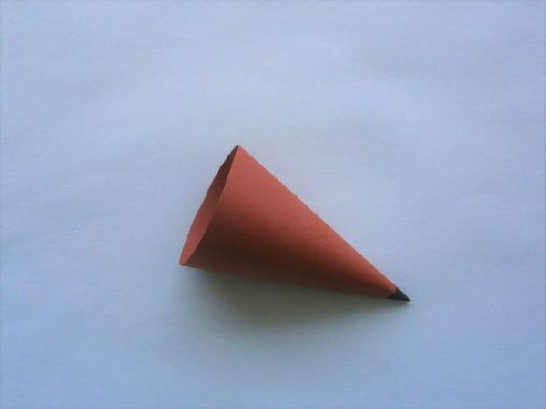 Свернутый бумажный конус