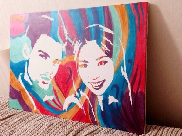 Девушка и парень: портрет с фото на холсте в сине-красно-оранжевой цветовой гамме