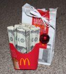 Долларовые купюры в фирменной упаковке Макдональдса