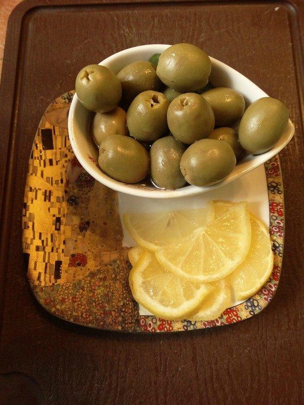 Оливки и лимон