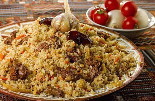 Плов узбекский в блюде