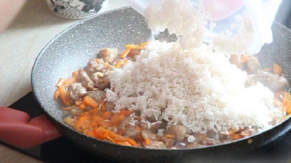 Рис с мясом и тушёными овощами