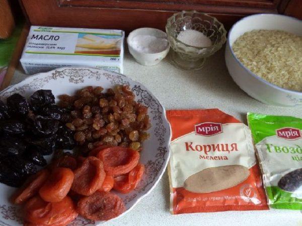 Рис, сухофрукты, приправы, сахар