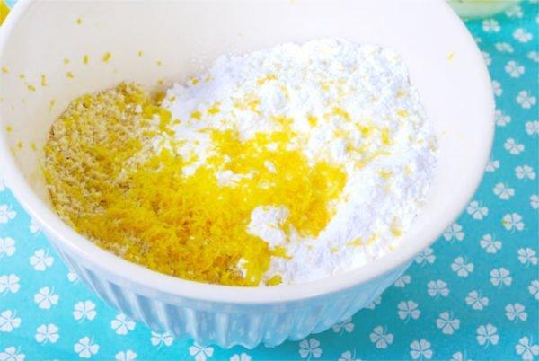 Смесь тертой лимонной цедры и сахарной пудры