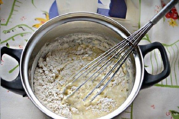 Тесто для блинов в кастрюле