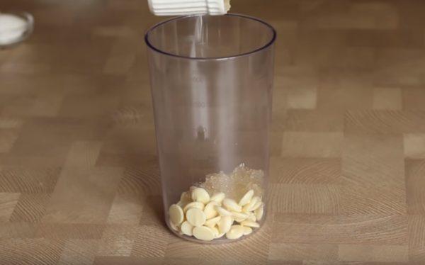 Желатин и шоколад в стакане