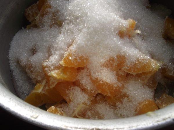 дольки мандарина с сахаром