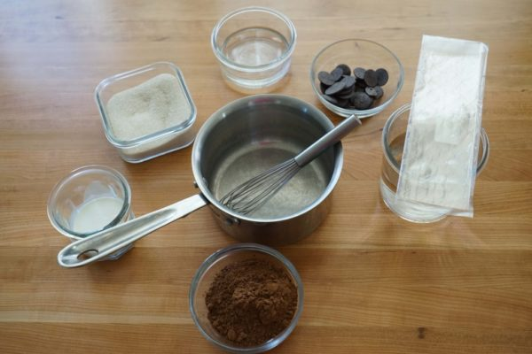 ингредиенты для зеркальной шоколадной глазури