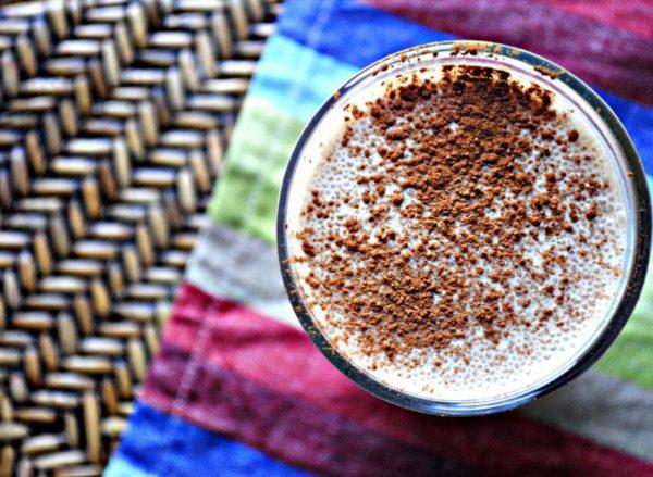 кофе с молочной пенкой и корицей