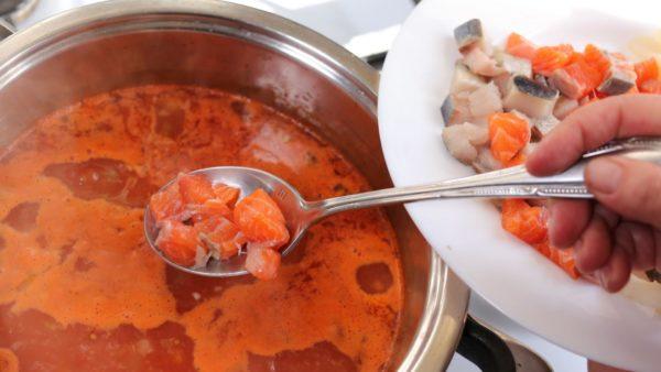 красная рыба в супе
