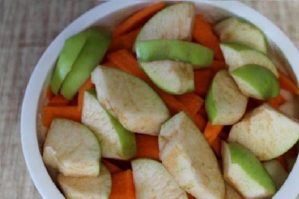 Нарезанные яблоки и тыква