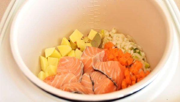 Овощи и рыба в мультиварке
