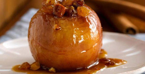 Печёное яблоко в карамели