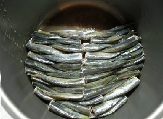 Салака в скороварке