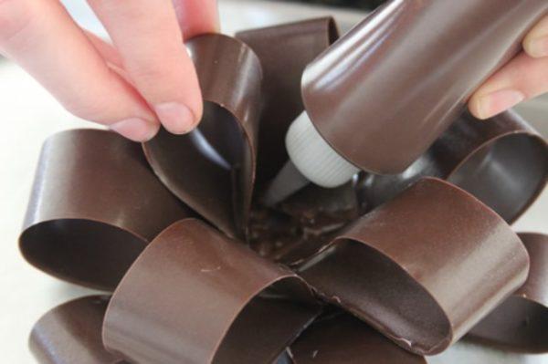 сборка шоколадного банта