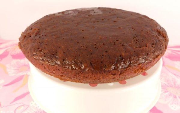 Шоколадный пирог. приготовленный в мультиварке