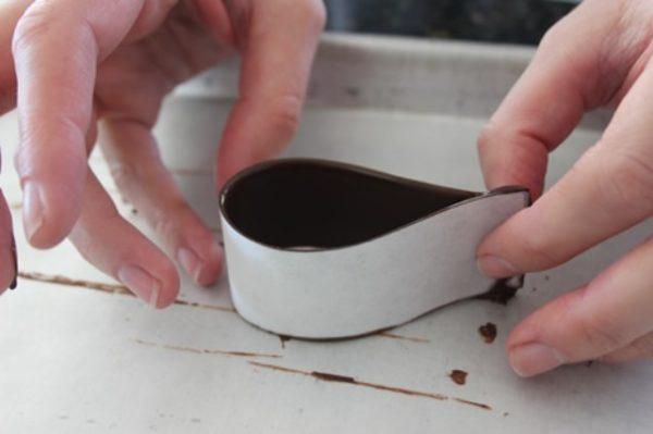 складывание шоколадной петельки