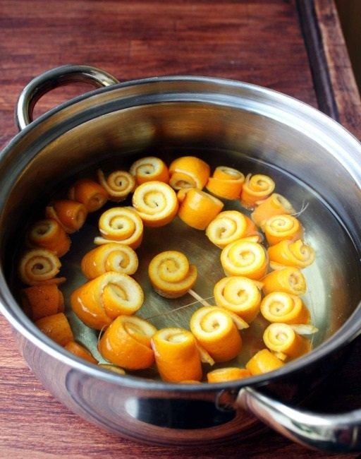 скрученные корки мандаринов