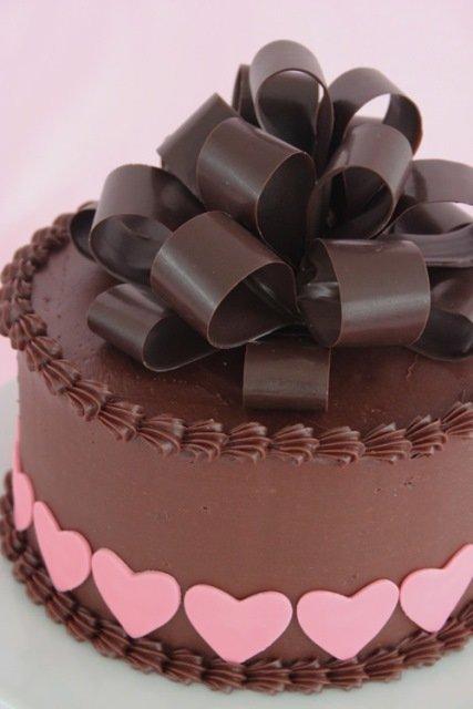 торт с шоколадным бантом