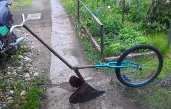 Окучник из переднего колеса велосипеда