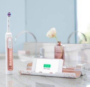 Электрическая зубная щётка в ванной
