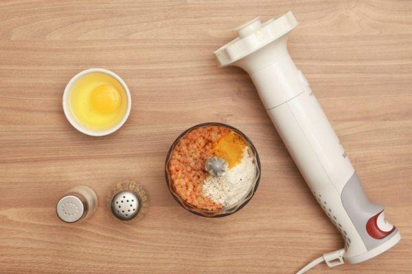 блендер и продукты для котлет
