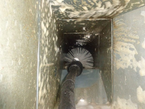 Brush and mortar cleaning of the air duct