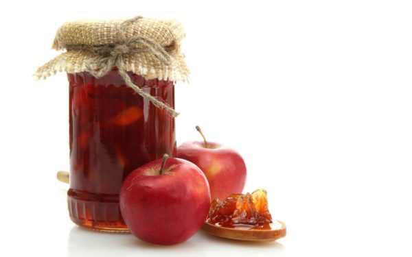 яблоки и банка с джемом