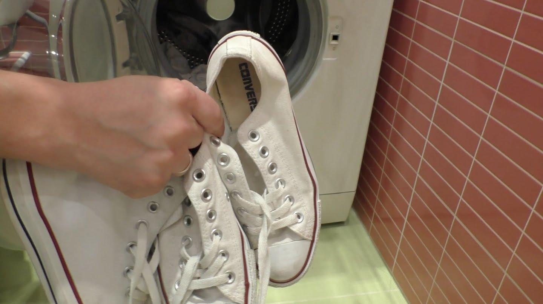 Как стирать кеды в машинке