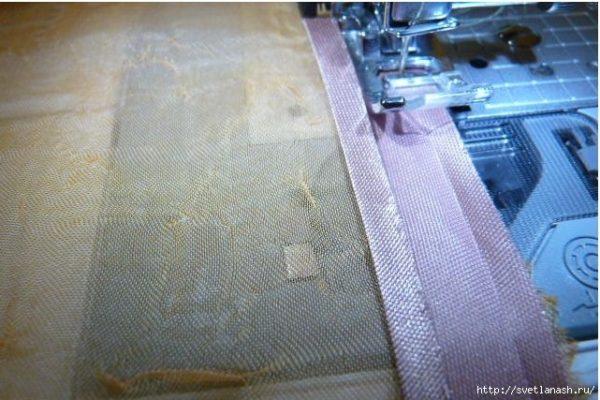 Первый этап пришивания косой бейки